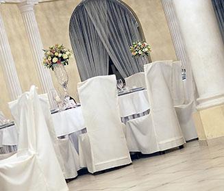 Dekoracja na sali - wynajem pokrowców na krzesła